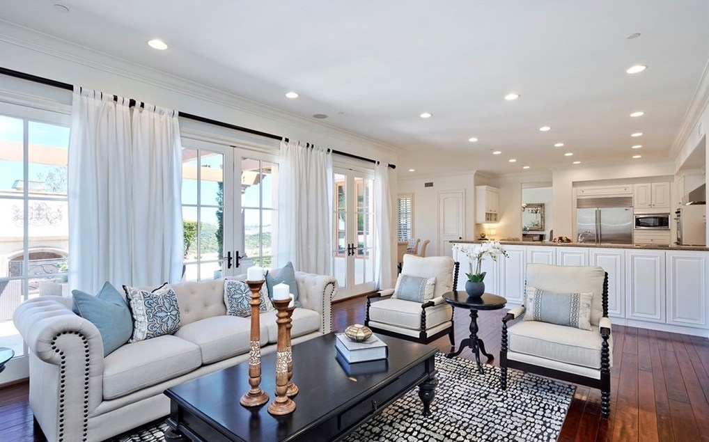 Home Staging Coastal Family Room