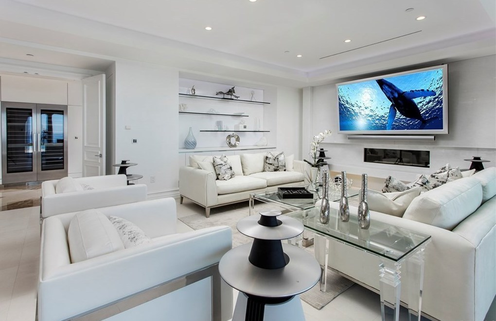 Home Staging Modern Family Room