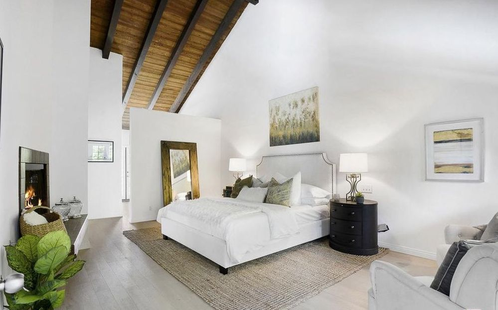 Home Staging Traditional Bedroom